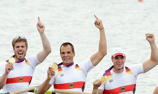 Maximilian Reinelt (Mitte) bejubelte 2012 Gold mit zwei seiner sieben Kollegen