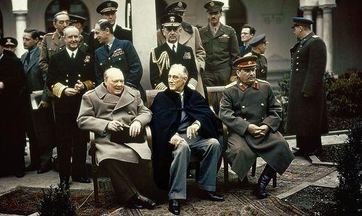 Winston Churchill, US-Präsident Franklin D. Roosevelt und der sowjetische Diktator Josef Stalin Seite an Seite
