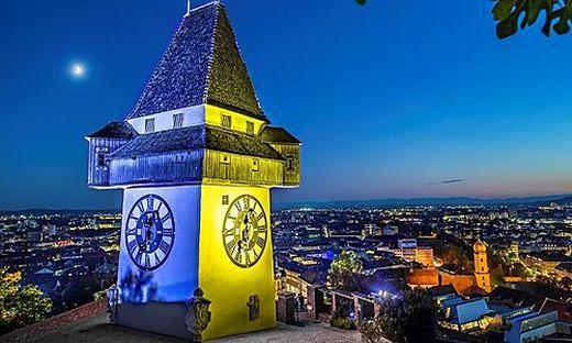Bis 9. Mai strahlt der Grazer Uhrturm in frischen Farben