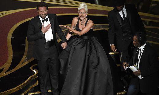 Bradley Cooper und Lady Gaga bei der Oscarverleihung