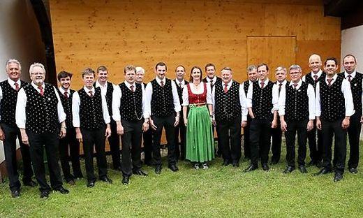 """Eine Aufnahme des Männergesangsvereins Hörzendorf, """"Heimatverein"""" von Ehrlich, beim diesjährigen Sängerkirchtag"""