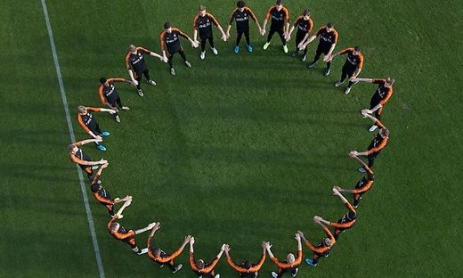 Fussball Niederlandisches Team Setzt Nach Rassismus Eklat