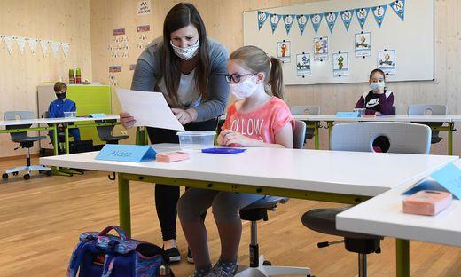 Offen sind die Schulen wieder für alle Schüler bis 14 Jahre, die Betreuungsbedarf haben