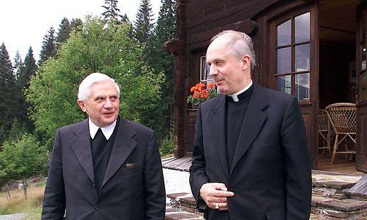 Papst Benedikt und Bischof Kapellari 2000 in Kärnten