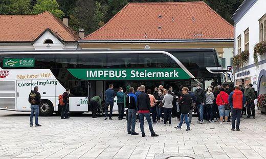 Das Interesse am Impfbus war groß, nach wenigen Minuten waren die Tickets vergeben