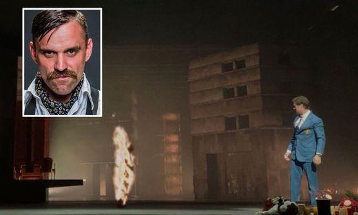 """Joe Tödtling steht in """"Les Troyens"""" auf der Bühne der Opera Bastille"""