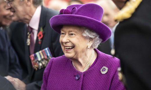 Die Queen und ihre Vertraute Angela Kelly.