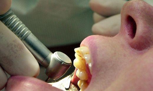 In Corona-Zeiten wird das Bohren für Zahnärzte zum Sicherheitsrisiko