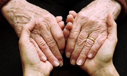 """Mit seinem Projekt """"Detect & Connect"""" reicht das Team um Wissenschaftlerin Johanna Plattner älteren Menschen die Hand"""