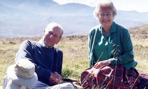 Dieses Foto von Elizabeth II. und Philip aus dem Jahr 2003 wurde nun vom Buckingham Palace veröffentlicht