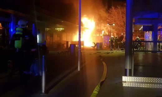 Wiener Einkaufszentrum in Simmering in Flammen