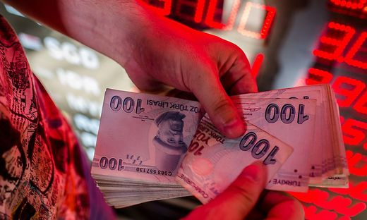 Türkei kündigt Plan zur Stabilisierung der Lira an