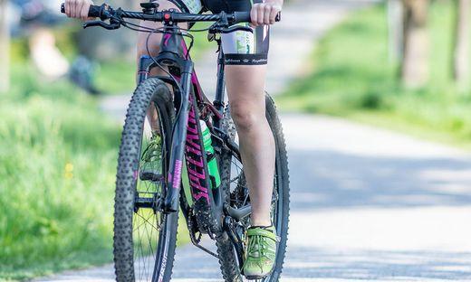 Eine 44-jährige Frau kam mit dem Mountainbike zu Sturz (Symbolfoto)