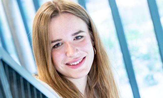 NEUE BUNDESSCHULSPRECHERIN WILL SOMMERSCHULE IN ALLEN FERIEN: SUSANNA OeLLINGER