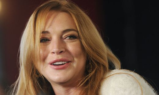 Lindsay Lohan - Lindsay-Lohan_1422715244513652_v0_l