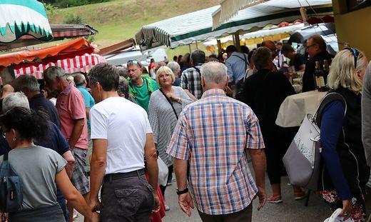 Großer Andrang beim Bauernmarkt in St. Kanzian, den es seit 30 Jahren gibt