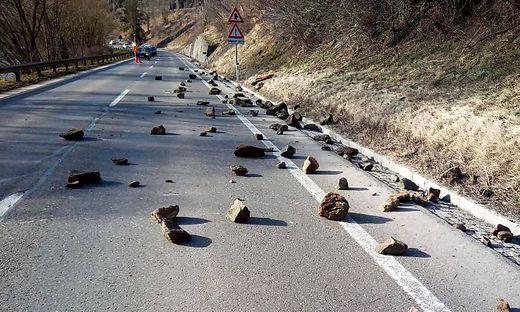Straße nach Steinschlag