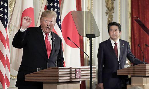 Donald Trump am Montag während seines Staatsbesuchs in Japan nach einem Treffen mit Ministerpräsident Shinzo Abe