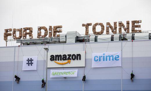 Protest at Amazon logistics center Winsen near Hamburg  Aktion und Protest am Amazon Logistikzentrum Winsen nahe Hamburg