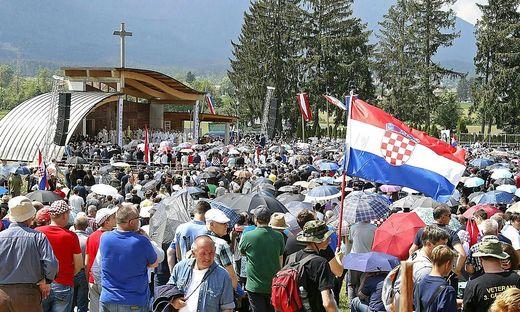 Zehntausende Kroaten pilgern alljährlich zum umstrittenen Kroatentreffen nach Bleiburg