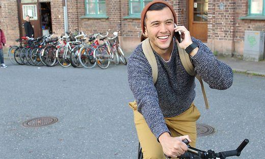 Für Fahrradfahrer auch verboten: Telefonieren beim Fahren
