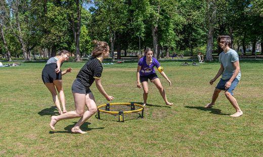 Ob Fußball oder Spikeball - wer sich mit anderen Teams messen will, klinkt sich über die Court Culture App in die Grazer Freizeitliga ein