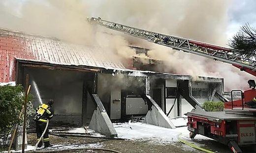 Rund 80 Feuerwehrleute standen Samstag im Löscheinsatz