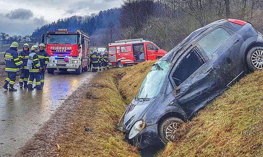 Unfall in Pirching am Traubenberg mit drei Verletzten
