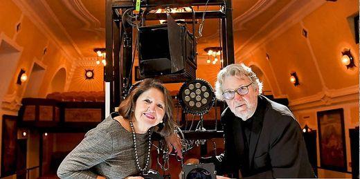 Das Intendantenehepaar Renate und Peter Loidolt wehrt sich gegen die Vorwürfe des Ensembles