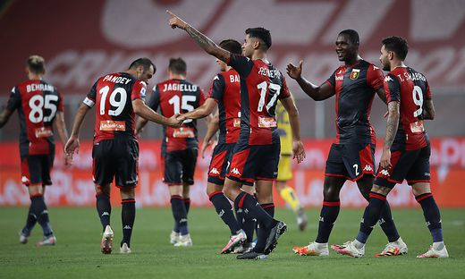 Cristian Romero of Genoa CFC celebrates with team mates after heading the ball into the net to give the side a 3-0 lead