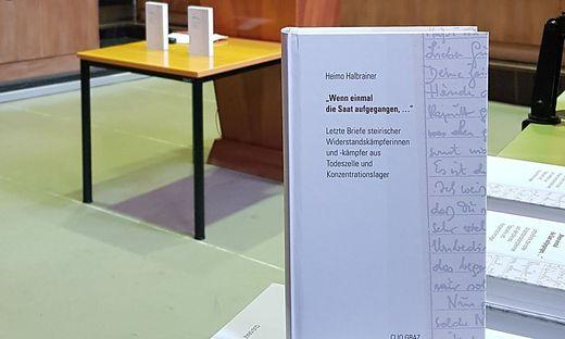 Das Buch bei der Präsentation im Landesgericht