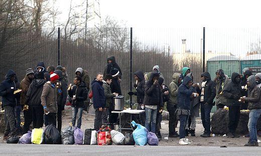 Aufstand in Calais: Migranten Massenschlägerei