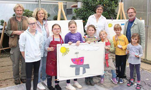Kinder malten im Bonsai Museum