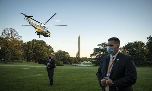 US-Präsident Donald Trump wurde noch am Freitagabend Ortszeit per Hubschrauber in das Walter- Reed-Militärspital in Bethesda geflogen.