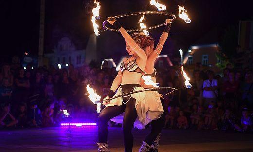 """Besonders großes Publikumsinteresse fand die spektakuläre Feuershow der Gruppe """"Anta Agni"""" aus Slowenien"""