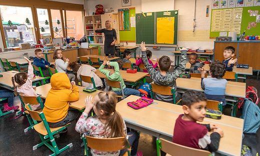 Nun sollen vermehrt Studierende schon vorzeitig neben der Ausbildung unterrichten.