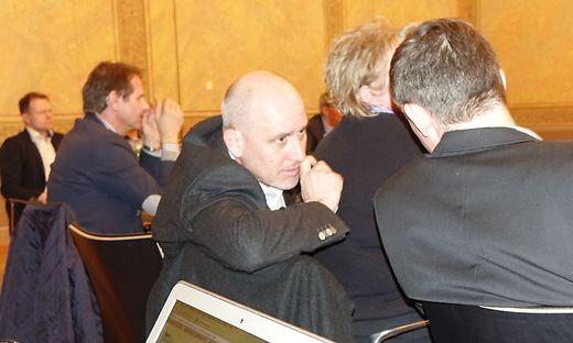 Hektische Beratung in der Gemeinderatssitzung Montagnacht zwischen Ludwig Robitschko und Michael Horvath (links)
