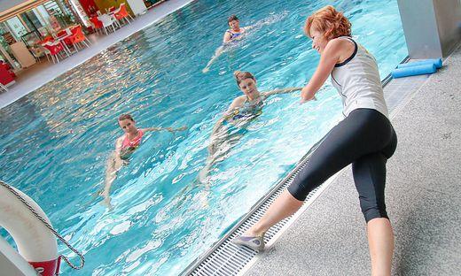 Aqua-Gymnastik verlegt Muskeltraining ins Wasser