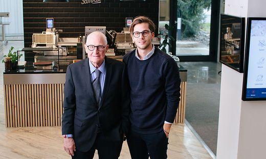 Auf das Konto des verstorbenen Firmenchefs Fritz Kuchler (links) gehen mehr als 500 Patente. Erst im Dezember wurde er gemeinsam mit seinem Sohn Constantin (rechts) mit dem Innovations- und Forschungspreis des Landes Kärnten ausgezeichnet