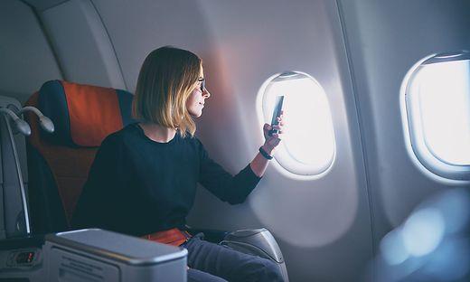 Knapp die Hälfte der Fluggäste wünscht sich Internet an Bord
