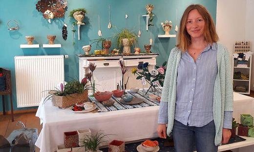 """Leitet den """"HERZlich Laden"""" und präsentiert stolz die Produkte vor Ort: Ginevra Schwarz"""