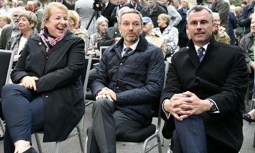 Sozialministerin Beate Hartinger-Klein, Innenminister Herbert Kickl und Infrastrukturminister Norbert Hofer bei einem Termin in besseren Zeiten