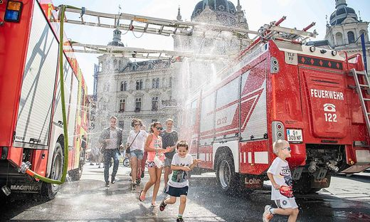 Wasserregen Graz Hauptplatz Feuerwehr