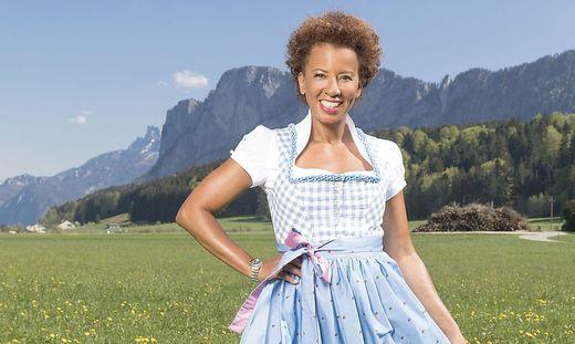 """Arabella Kiesbauer präsentiert """"Bauer sucht Frau"""""""