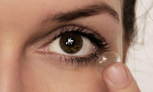 Kontaktlinsen: Bei der Reinigung jedweden Kontakt der Linsen mit Wasser vermeiden