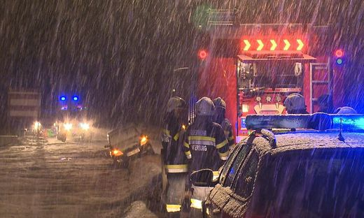 Schneefahrbahn: Mehrere Unfälle auf der B320