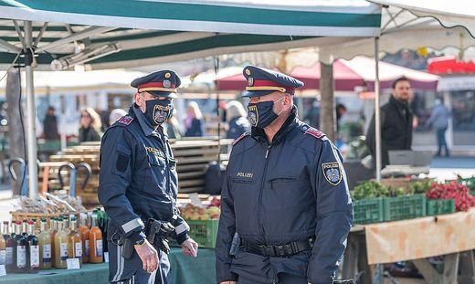 Auch die Polizei kontrolliert auf den Märkten
