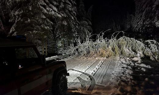 Der Wintereinbruch forderte die Feuerwehren im Bereich Deutschlandsberg