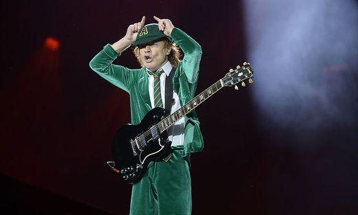 Nie ohne Schuluniform auf der Bühne: Angus Young