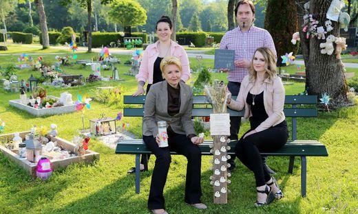 Cornelia Lohrmann (Firma MeiLaser), Stadträtin Sandra Wassermann sowie Peter Teissl und Bernadette Kohlweiss vom Verein Wandelstern setzen gemeinsam für Sternenkindpapas eine Initiative zum Vatertag.